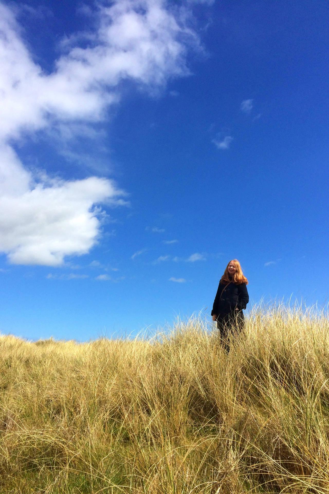Eadaoin in the dunes