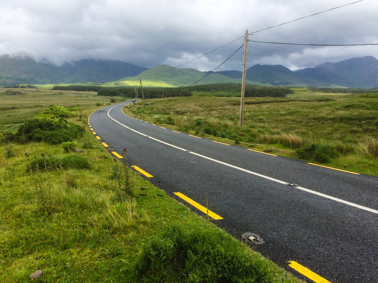 The highroad near Kylemore Abbey