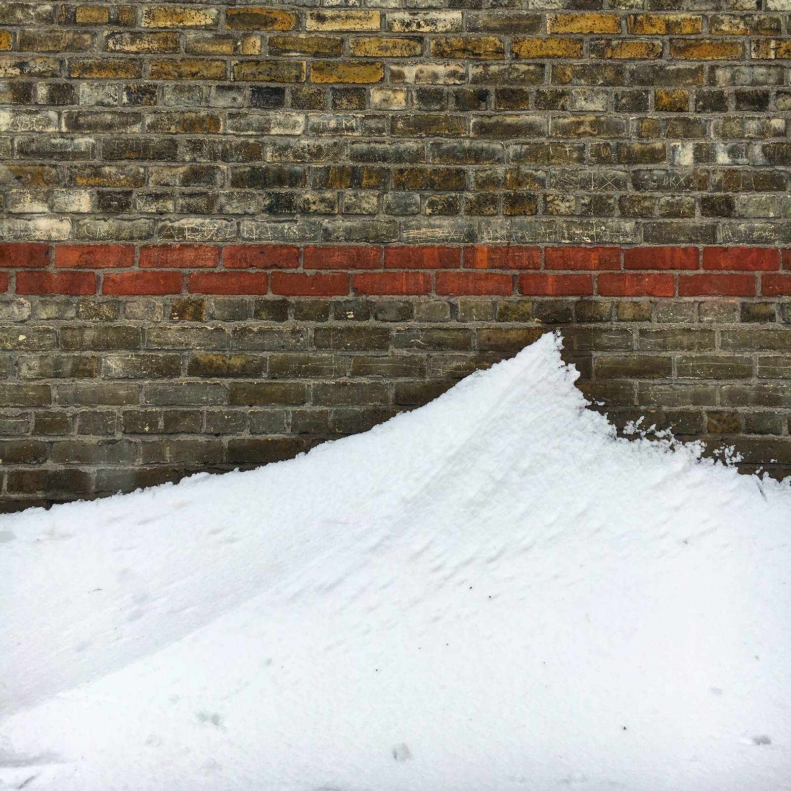 Cresting wave of snow